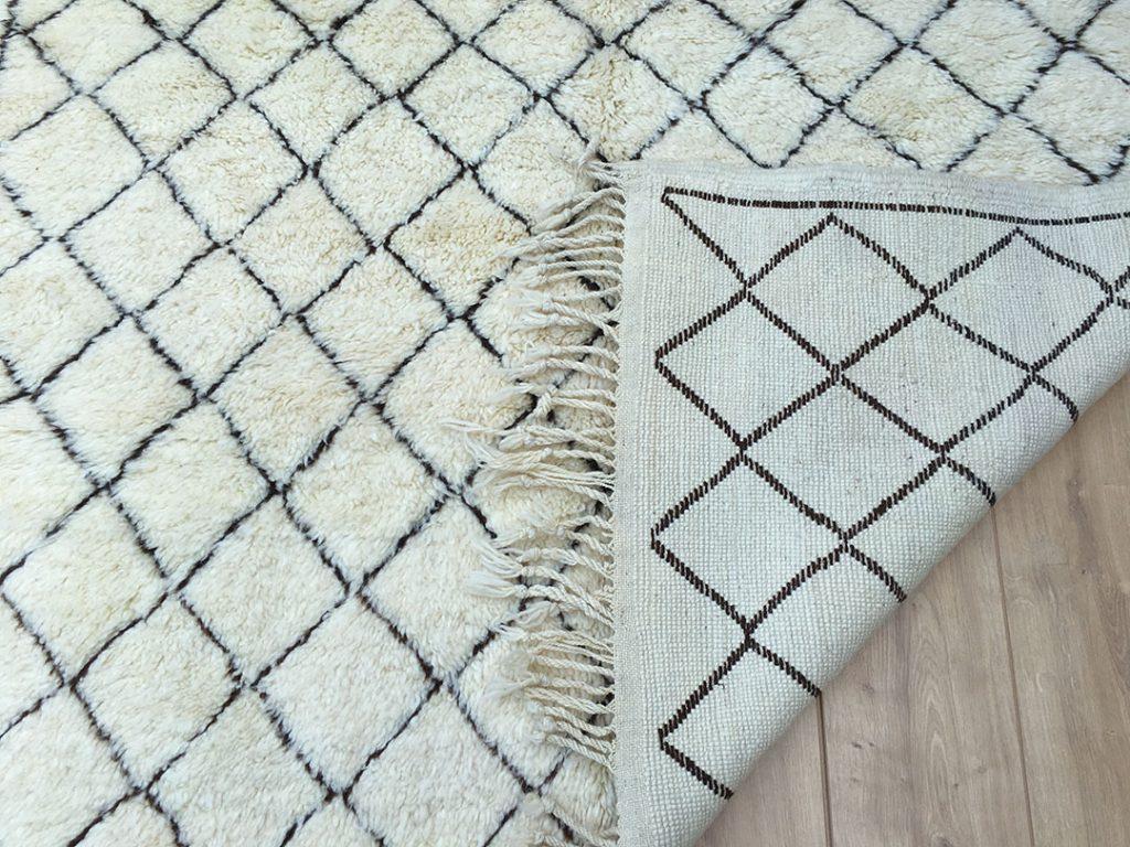 east unique moroccan berber rug tapis berbere beni mrirt 250x160cm b 017. Black Bedroom Furniture Sets. Home Design Ideas