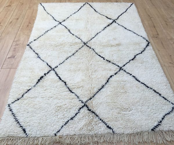 east unique moroccan rugs tapis berberes. Black Bedroom Furniture Sets. Home Design Ideas