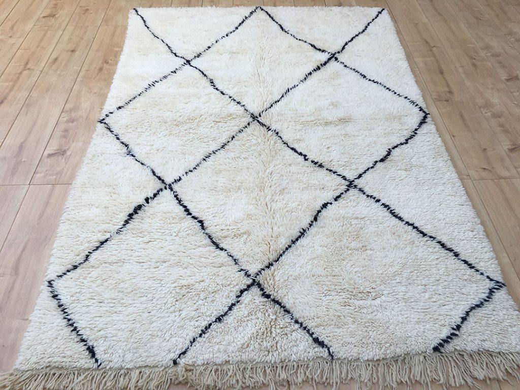 east unique moroccan berber rug tapis berbere beni ourain 230 155 cm b 023. Black Bedroom Furniture Sets. Home Design Ideas
