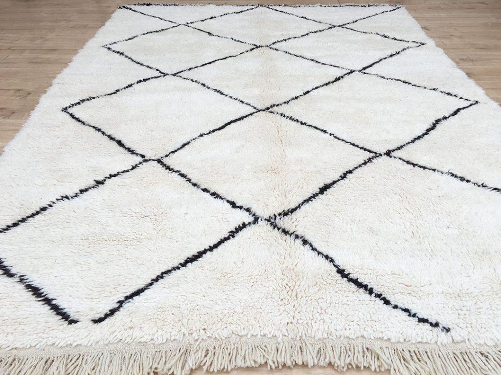east unique moroccan rug tapis berbere beni ourain 300 x 215 cm b 024. Black Bedroom Furniture Sets. Home Design Ideas