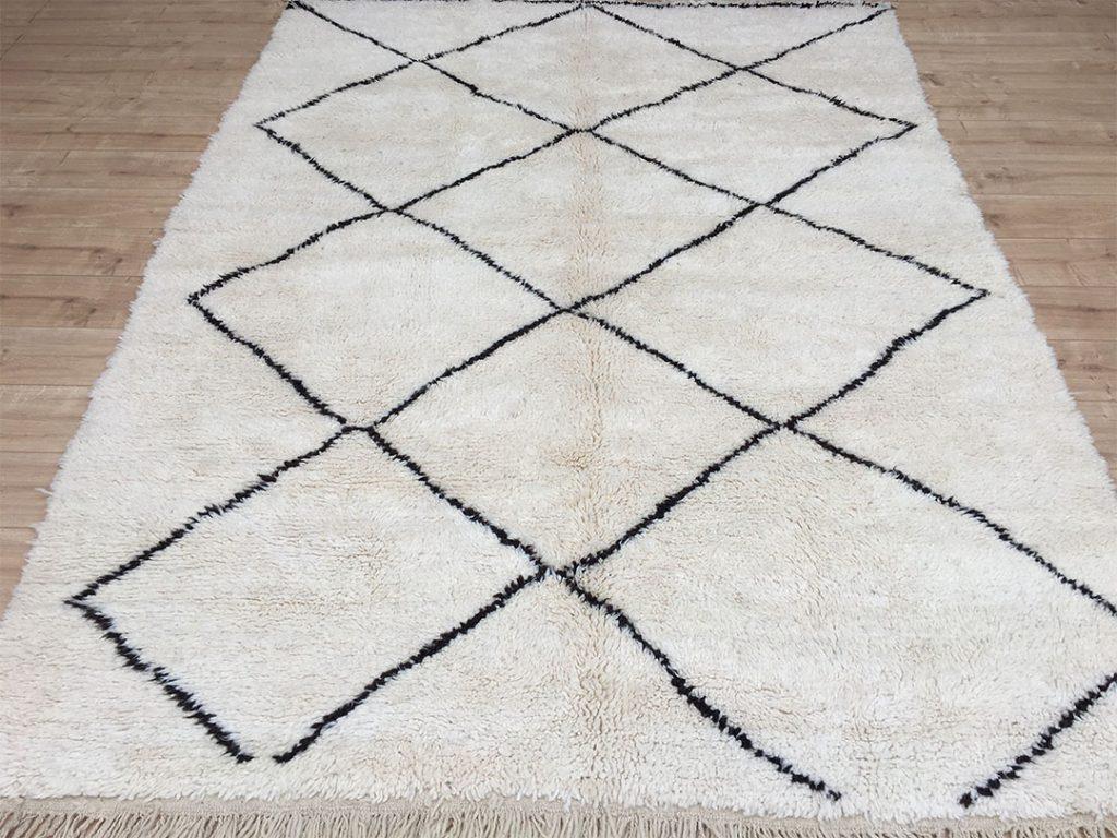 east unique moroccan rug tapis berbere beni ourain 300. Black Bedroom Furniture Sets. Home Design Ideas