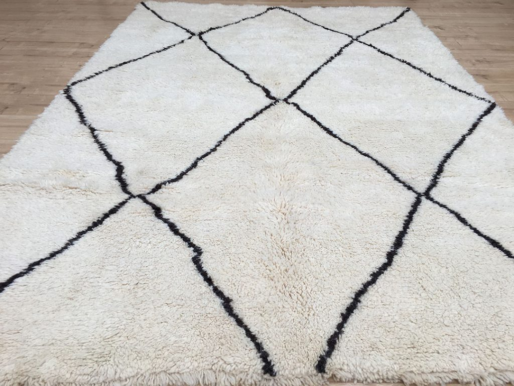 east unique moroccan berber rug tapis berbere beni ourain 280 195 cm b 026. Black Bedroom Furniture Sets. Home Design Ideas