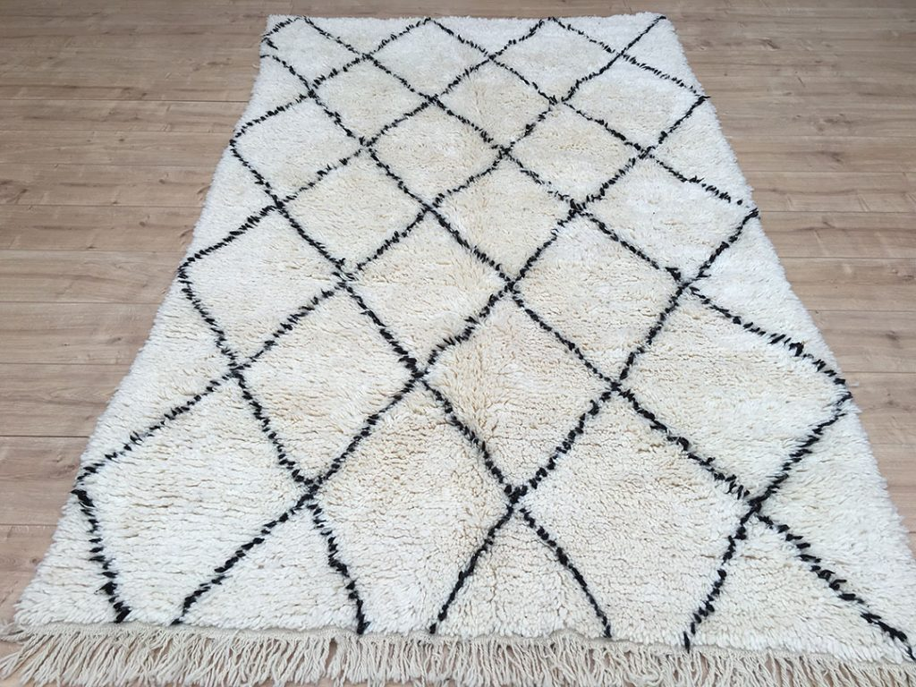 east unique moroccan berber rug tapis berbere beni ourain 250 145 cm b 027. Black Bedroom Furniture Sets. Home Design Ideas