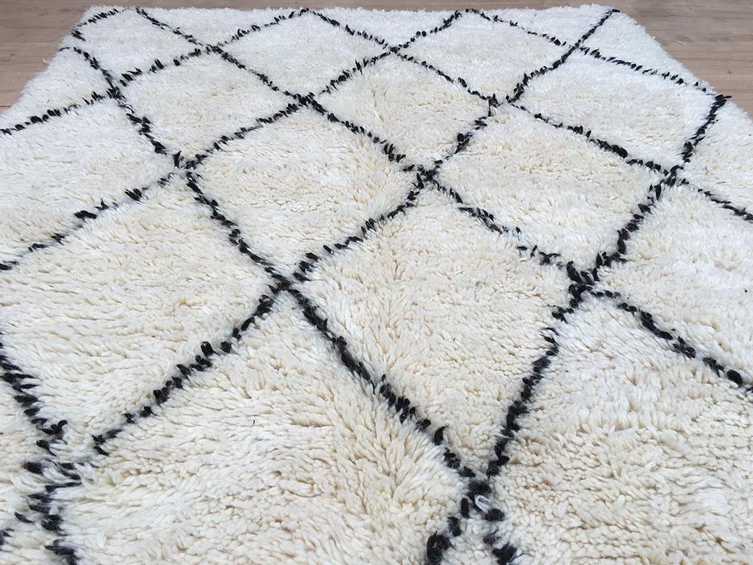 east unique moroccan berber rug tapis berbere beni ourain 250 145 cm b 027. Black Bedroom Furniture Sets. Home Design Ideas
