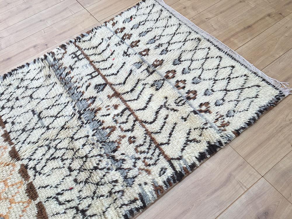 east unique vintage moroccan rug tapis berbere azilal 190x110cm a 049. Black Bedroom Furniture Sets. Home Design Ideas