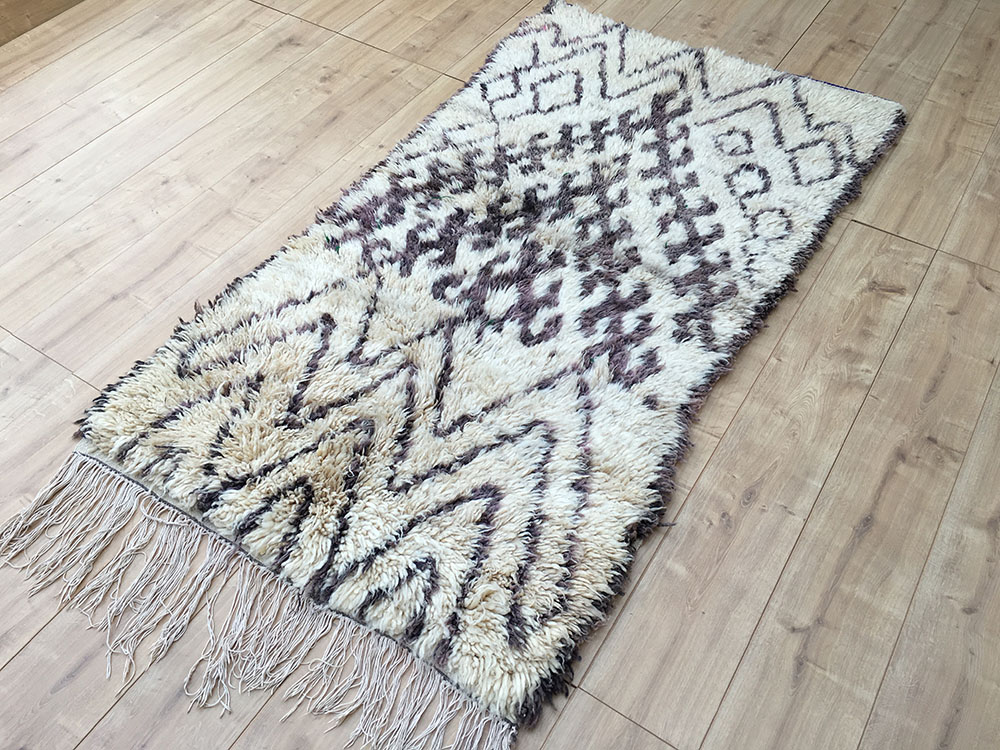 east unique vintage moroccan rug tapis berbere azilal 188x100cm a 040. Black Bedroom Furniture Sets. Home Design Ideas