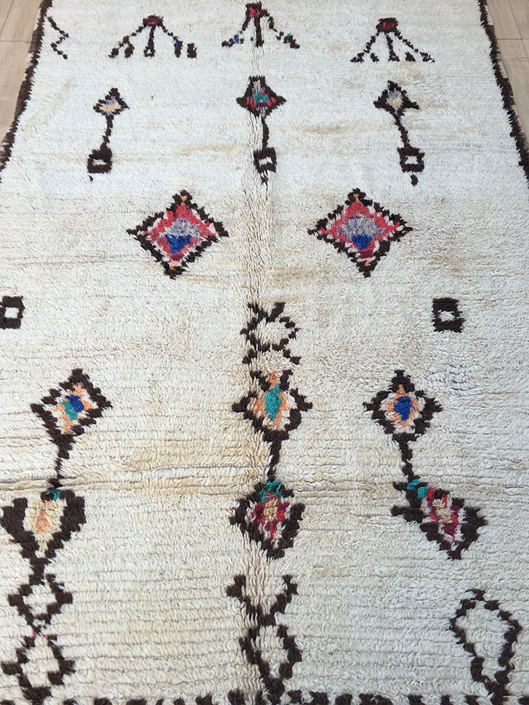 east unique vintage moroccan rug tapis berbere azilal 265x135cm a 047. Black Bedroom Furniture Sets. Home Design Ideas